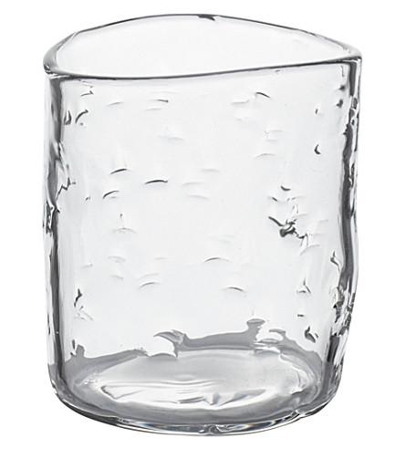 THE NEW CRAFTSMEN Rain texture glass beaker by Jochen Holz