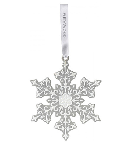 WEDGWOOD Large porcelain snowflake hanging decoration