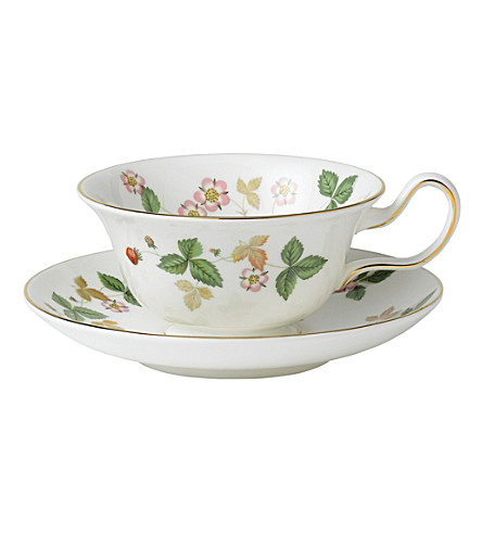 WEDGWOOD Wild strawberry tea saucer