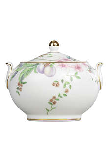 WEDGWOOD Sweet Plum covered sugar bowl