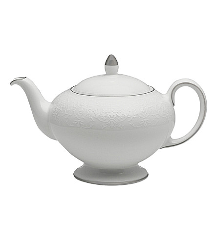 WEDGWOOD English lace teapot