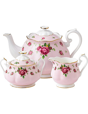 ROYAL ALBERT New Country Roses Pink three-piece tea set
