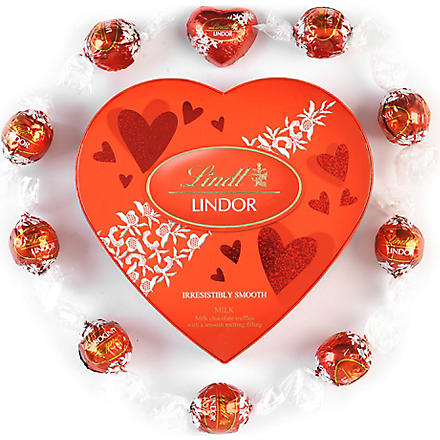 LINDT Amour chocolate heart gift box 160g
