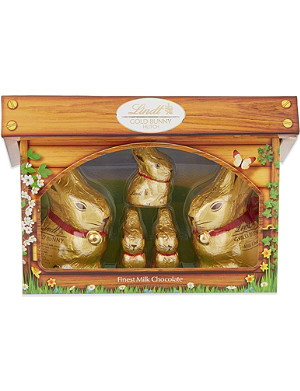 LINDT Gold Bunny milk chocolate family hutch 130g