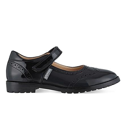 STEP2WO 里贾纳2漆皮革学校鞋7-11 年 (黑 + 专利