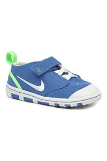 NIKE Sensory Motion Peanut 2 trainers 2-4 years