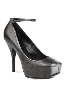 MCQ ALEXANDER MCQUEEN Burlesque metallic leather courts
