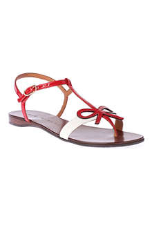 CHIE MIHARA Present patent leather sandals
