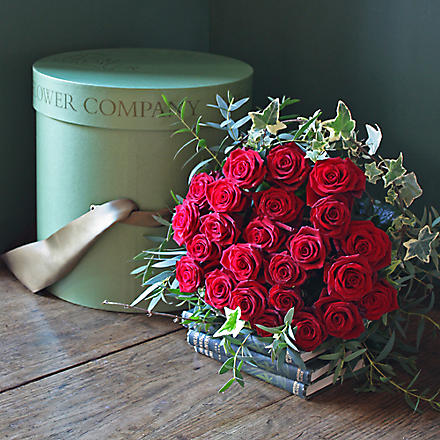 THE REAL FLOWER COMPANY Passion red roses 24 stem hat box