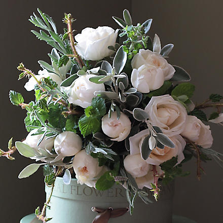 THE REAL FLOWER COMPANY Classic scented ivory bouquet