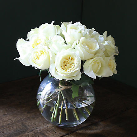 THE REAL FLOWER COMPANY Ivory rose 20 stem bouquet with orb vase