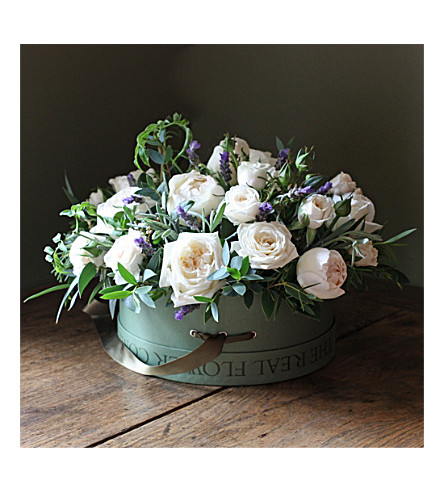 THE REAL FLOWER COMPANY Scented Ivory Rose & Lavender hat box