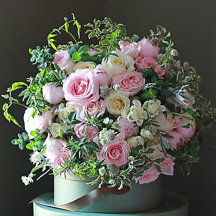 THE REAL FLOWER COMPANY Luxury Pastel Pink and Ivory Rose bouquet