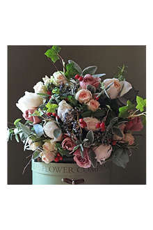 THE REAL FLOWER COMPANY Christmas Scented Luxury Woodland bouquet