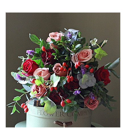 THE REAL FLOWER COMPANY Christmas Scented Red Berry Rose bouquet