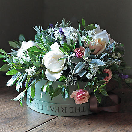 THE REAL FLOWER COMPANY Scented Rose & Astrantia Hat Box Arrangement