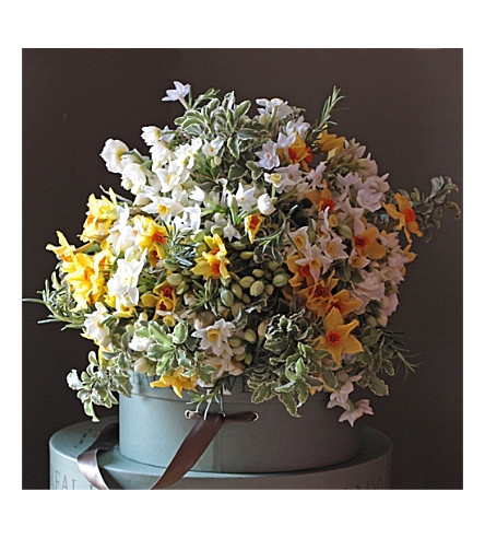 THE REAL FLOWER COMPANY Scented English Narcissi bouquet