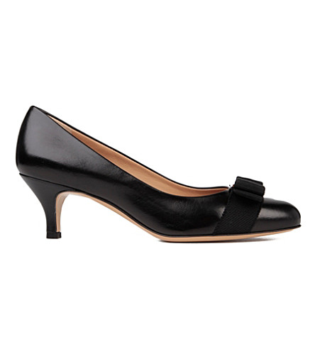 SALVATORE FERRAGAMO Carla leather courts (Black