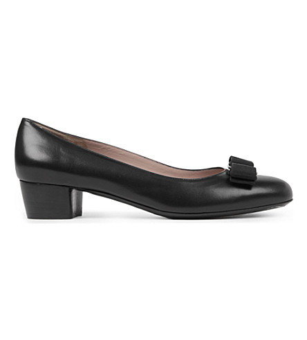 FERRAGAMO Vara leather courts (Black