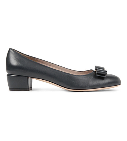 SALVATORE FERRAGAMO Vara leather courts (Navy