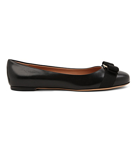 FERRAGAMO Varina leather pumps (Black