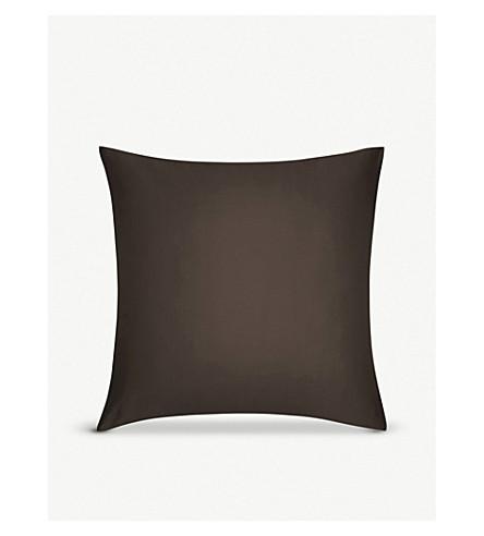 CALVIN KLEIN 缎纹树皮方形枕头盒 65x65厘米 (树皮
