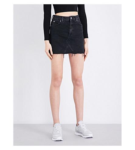 TOPSHOP Frayed-hem high-waisted denim mini skirt (Washed+black