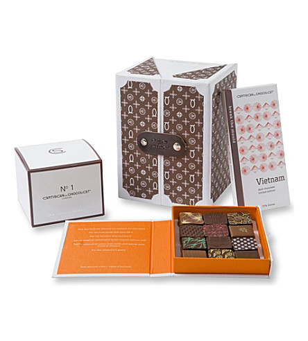 ARTISAN DU CHOCOLAT Monogram small chocolate hamper 275g