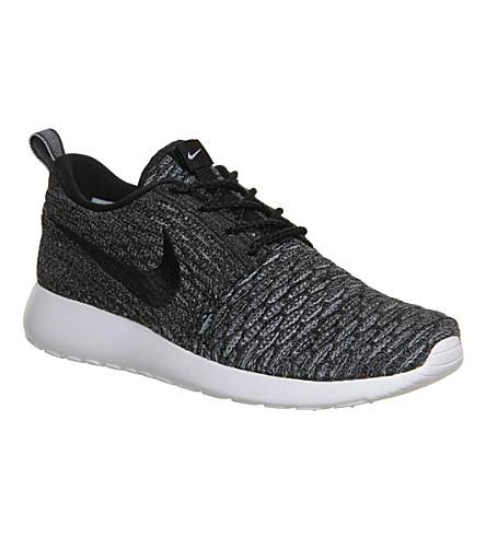43354f4a4c757 NIKE Roshe Run Flyknit trainers (Black+black