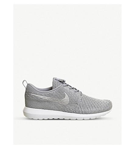 NIKE Roshe Run flyknit trainers (Grey white metallic