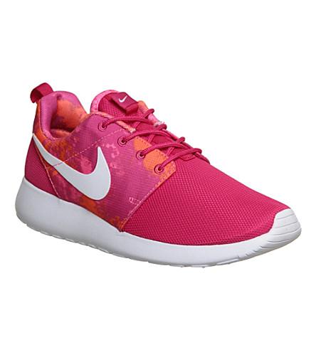NIKE Roshe run trainers (Fireberry white prin
