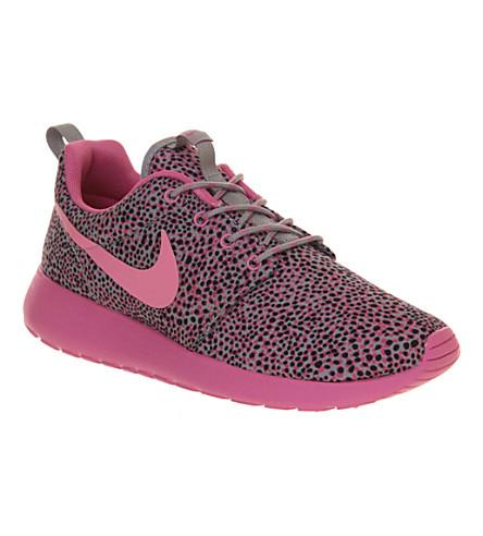 NIKE Roshe Run trainers (Pink+cool+grey+print