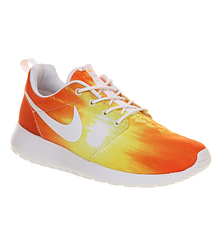 NIKE Roshe Run trainers (Mango sunset