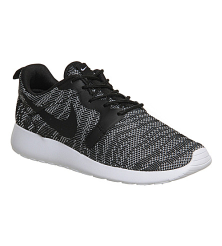 NIKE Roshe run jacquard trainers (Black white jacquard