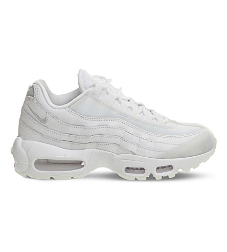 AIR MAX 95 SE RUNNING SHOE