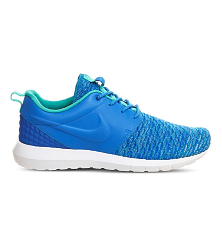NIKE Roshe Run flyknit trainers (Photo+blue
