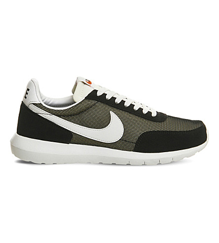 NIKE Roshe daybreak suede and mesh trainers (Black summit white