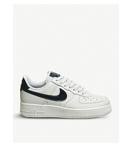 NIKE Air Force 1 07 leather trainers (Vast+grey+obsidian