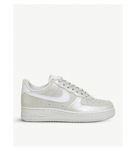 NIKE Air force 1 07 leather trainers (Light+bone+white