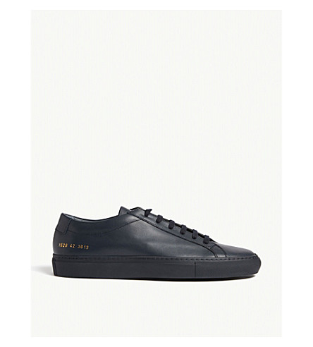 COMMON PROJECTS 原始的阿基里斯皮革低帮运动鞋 (海军 + 皮革