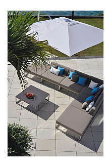 INDIAN OCEAN Latitude modular outdoor lounge set with parasol