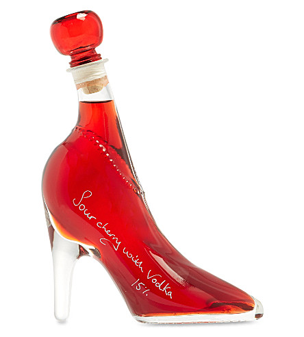 IL GUSTO High heel with cherry vodka liqueur 350ml
