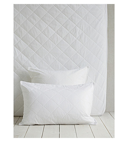THE WHITE COMPANY Luxury anti-allergy square pillow protector 65x65cm (White