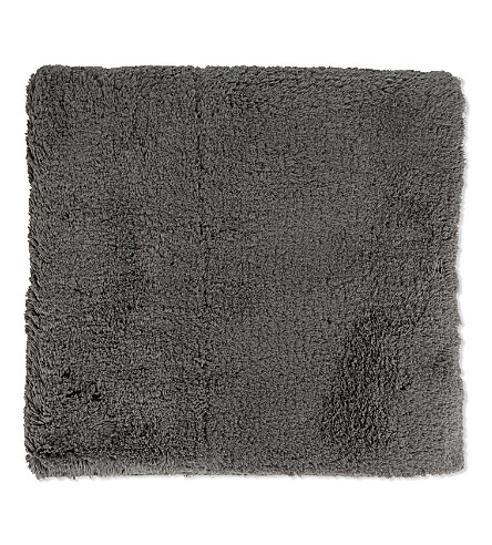 Shop bath mats and bathroom rugs from The White Company. Keep your bathroom floor dry and looking fabulous with our range of sumptuous fluffy bathroom rugs. We use cookies to improve your online shopping experience.