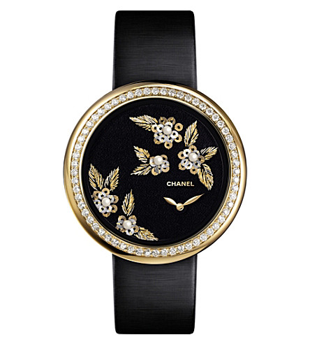 CHANEL H3821 Mademoiselle Privé Camélia 18ct gold, diamond and pearl watch