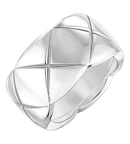 CHANEL Coco Crush 18K white gold ring. Medium version