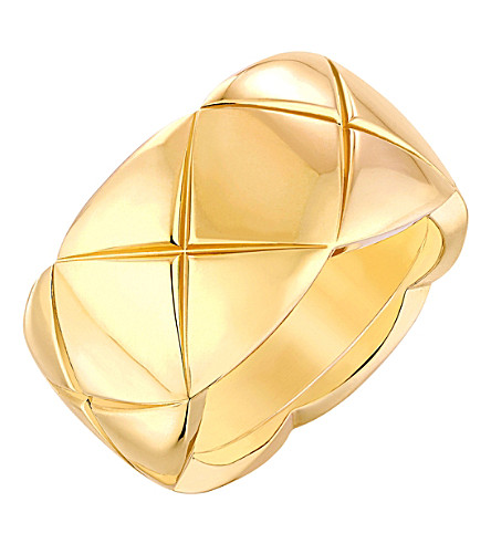 CHANEL Coco Crush 18K yellow gold ring. Medium version