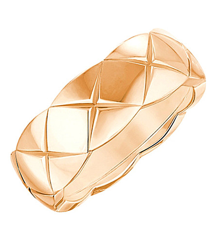 CHANEL 可可粉碎18K 米色金戒指。小号