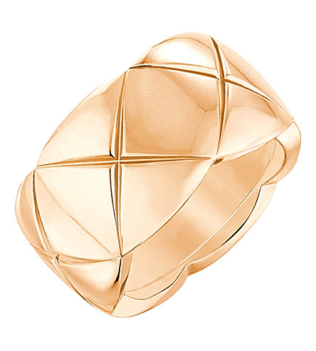 CHANEL Coco Crush 18K beige gold ring. Medium version