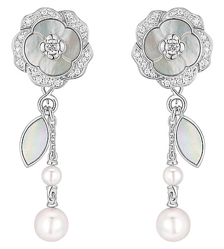 CHANEL Bouton de Camélia 18K white gold, cultured pearl, mother of pearl and diamond earrings